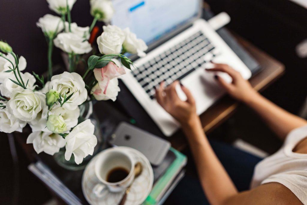 Besoin d'aide pour la création de vos contenus web ? Je partage avec vous mes conseils ! N'hésitez pas à me contacter pour faire appel à mes services de rédaction web.